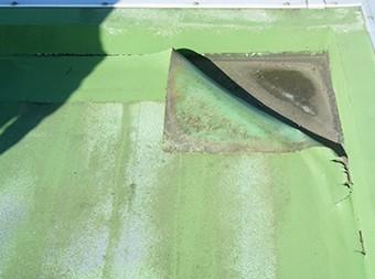防水危険信号:表面の浮きや波打ち