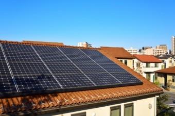 写真AC 屋根 ソーラーパネル