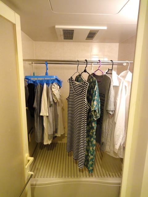 写真AC 洗濯物を浴室で乾燥させているところ