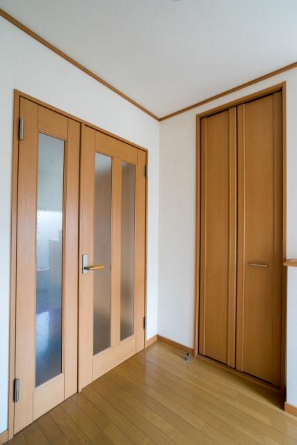 写真AC 廊下 ドア 親子ドア