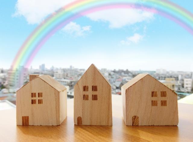 家並み 虹(写真AC:虹色の生活)