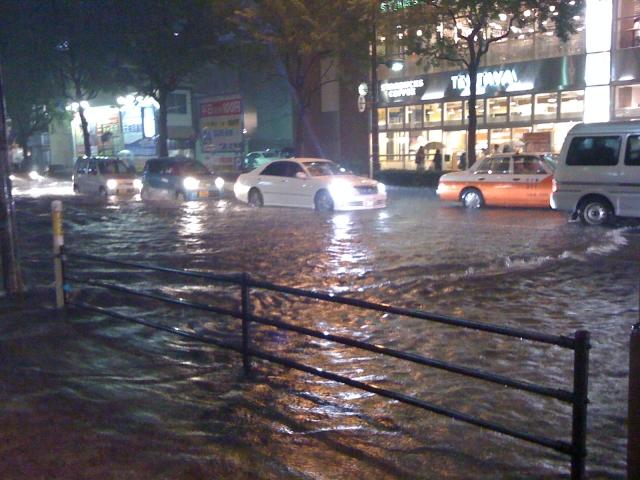 写真AC 冠水した道路