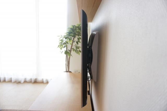 写真AC 壁掛けテレビ側面