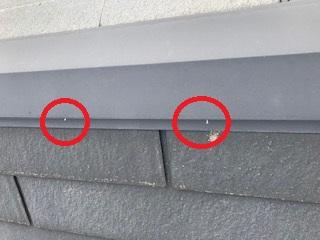 甲府市での屋根と外壁、軒天などの塗装工事。棟板金ビス交換