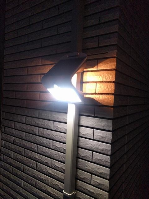 家の裏の照明
