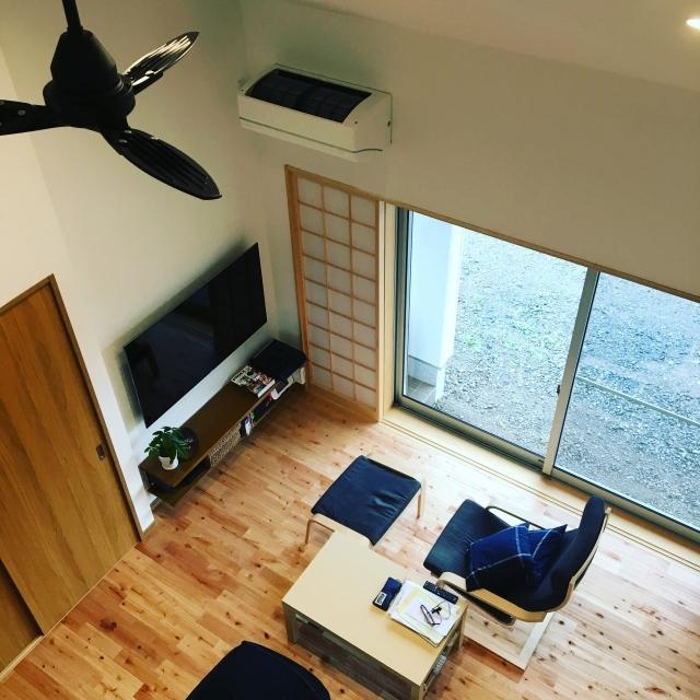 写真AC リビング 壁掛けテレビ