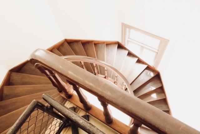 写真AC 螺旋階段 木