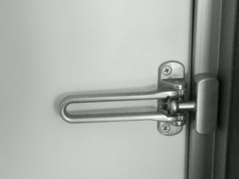 写真AC ドアガード 鍵