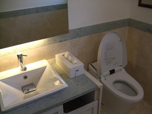 写真AC トイレ2 間接照明