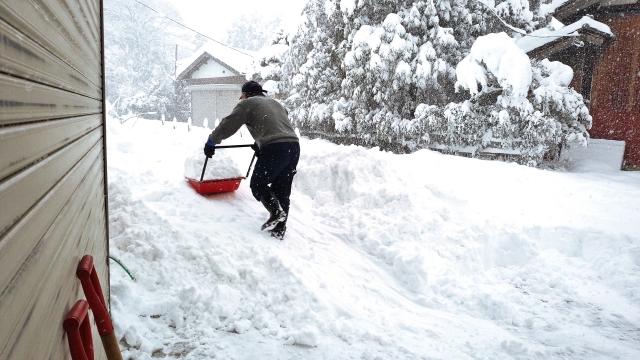(写真AC)雪かき スノーダンプ