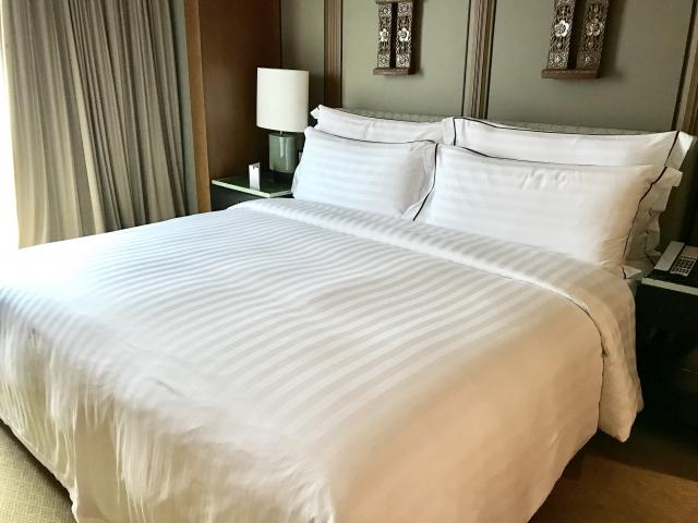 写真Ac 高級ホテルの高級ベッド ベッドスタンド