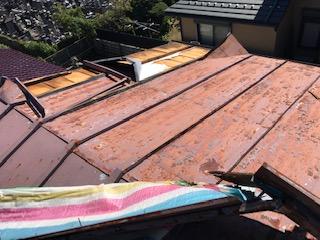 台風 トタン屋根