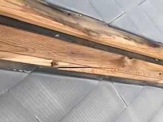 貫板 割れ