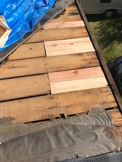 笛吹市スレート材の一部葺き直し工事。下葺き材の施工です。