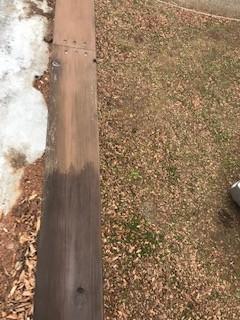 北杜市別荘のウッドデッキ改修工事と塗装工事。塗装工事の様子