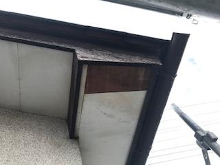 甲府市で破風板塗装工事と軒天井の修理。軒天井の工事状況です