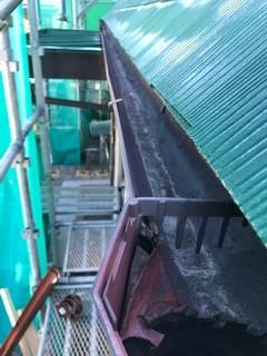 甲斐市屋根塗装工事と破風板・軒天補修工事、雨樋交換工事のブログ