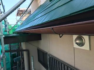 甲斐市で屋根塗装・棟板金修理・軒天井補修・雨樋交換工事を完了