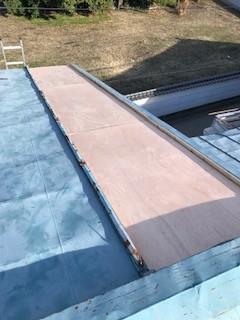 笛吹市のトタン屋根の修理工事です。下葺き材の施工について