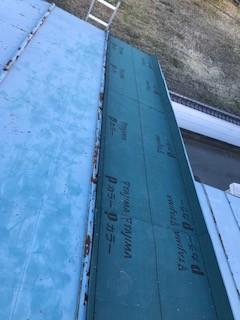 笛吹市のトタン屋根補修工事。トタン材の施工完了の様子