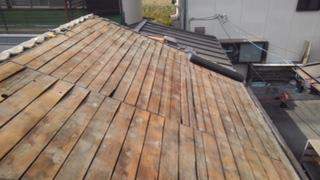 甲府市で瓦屋根の一部葺き替えを行いました。防水シートの施工