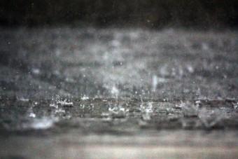 豪雨(写真AC)