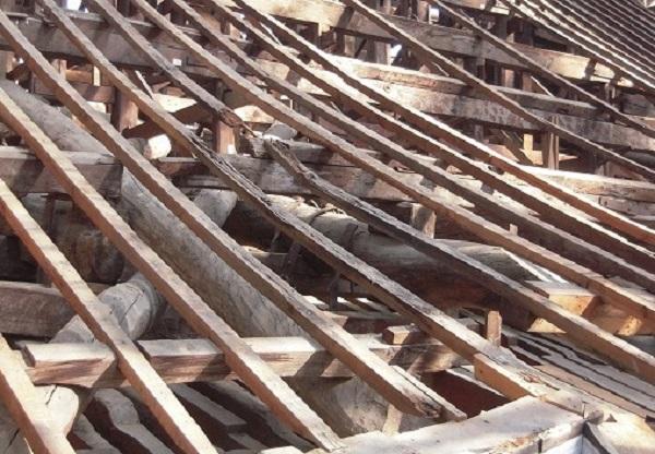 屋根垂木の損傷1