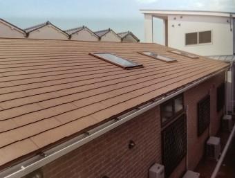 ケイミューROOF1710屋根材総合カタログコロニアル遮熱グラッサ施工例(p67上部)天窓