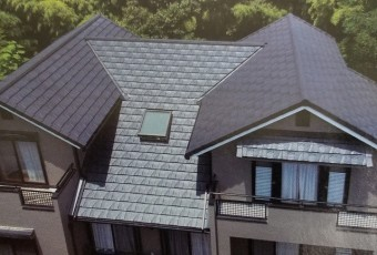 ケイミューROOF1710屋根材総合カタログルーが[鉄平]施工例(p61上部)