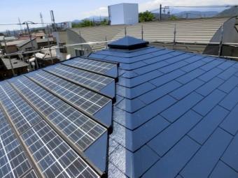 写真AC 屋根の上のソーラーシステム