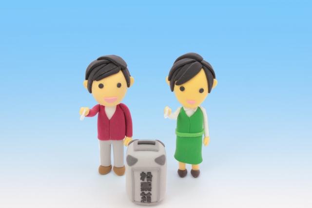 写真AC クレイドール投票する男性と女性2