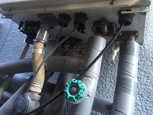 写真AC 給湯器配管