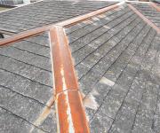 スレート屋根チェック2.棟板金が色褪せている・錆びている
