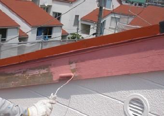 破風板の塗装風景